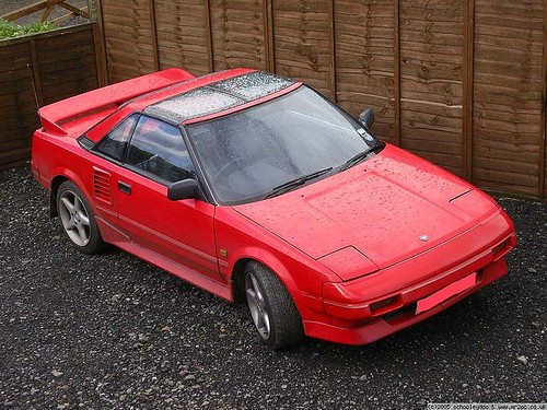 800px-Red_Toyota_MR2