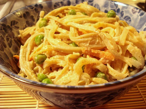 unschool noodles with peanut sauce