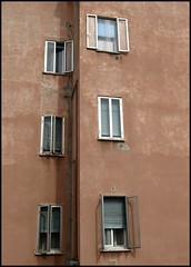 Life #5 (Francesco Baldiotti) Tags: windows verona finestre casepopolari tapparelle zuikodigital1122mm olympuse410 condominii