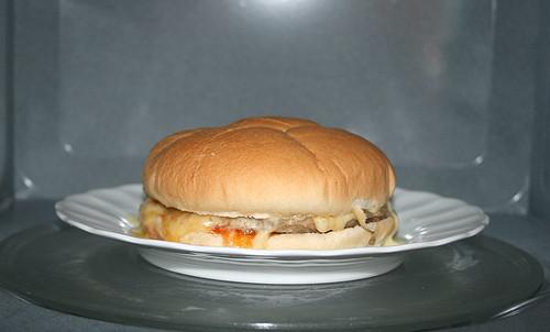 07 - Burger in Mikrowelle - hinterher