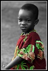 Mali (Clara Cabezas) Tags: africa portrait blackandwhite bw color blancoynegro face canon cutout children rojo child retrato cara niños bn enfants mali niño ritratti ropa afrique selectivecolourisation 400d colorselectivo canon400d