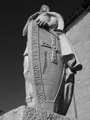 Estatua de Alfonso II, Plaza de la Catedral, Oviedo