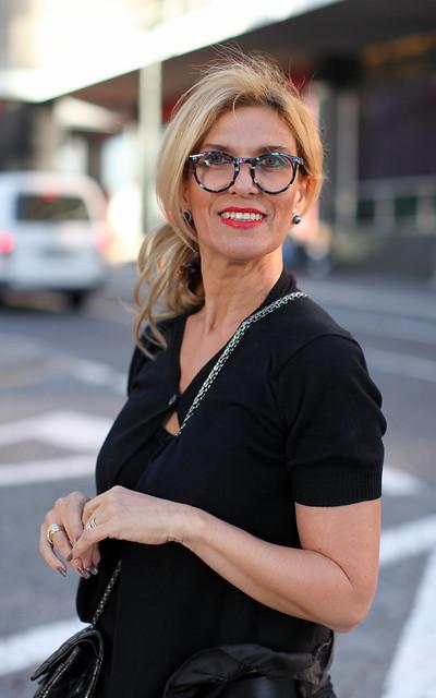 Uma senhora bonita (com óculos a condizer)