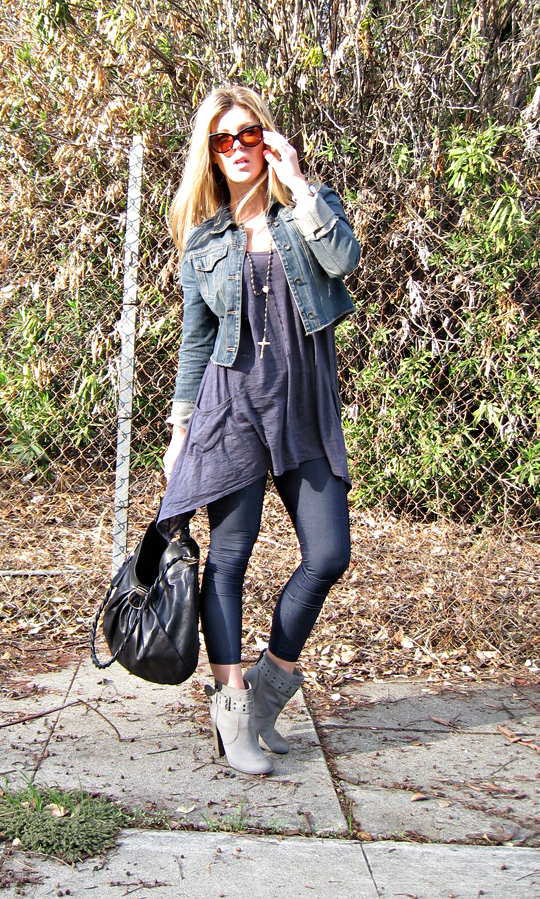 jeggings+denim leggings+rosegold boots+gray ankle boots+denim jacket+ferragamo bag+rosaray beads as fashion