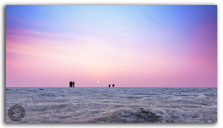 The expanse of white salt desert & beautiful multicolored sunset at the Great Rann of Kutch!