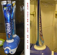 PC290425 (b1ue5ky) Tags: dispenser toothpaste 치약 디스펜서