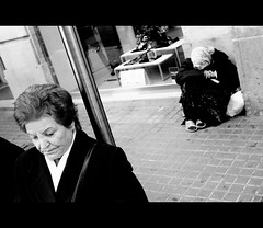 P1000685 (joanpetrus) Tags: cinema noiretblanc framed streetphotography monotone explore cinematic rue carrer 43 monocrome cinematiclighting bwd bwdreams explored incoloro monomania micro43