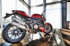 Ducati - Streetfighter (-Veyron-) Tags: canon costarica ducati 1022mm hdr streetfighter 500d motorclycle t1i