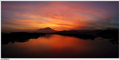 Mentari di ufuk timur (sam4605) Tags: morning bridge sky mountain sunrise river landscape samsung mount malaysia borneo kotakinabalu gunung sabah kinabalu pagi sungai pemandangan matahari tuaran gunungkinabalu mentari jambatan s760 mengkabong sabahborneo sam4605 sungaimengkabong jambatanmengkabong