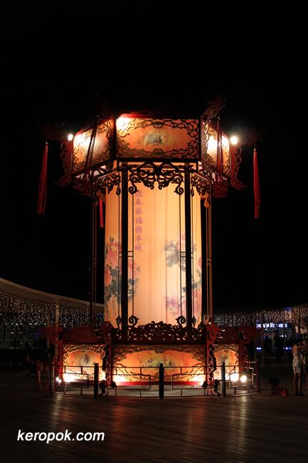 Huge Chinese Lantern @ VivoCity