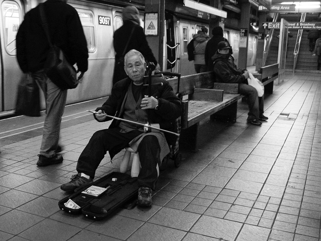 Erhu player, 34th Street station
