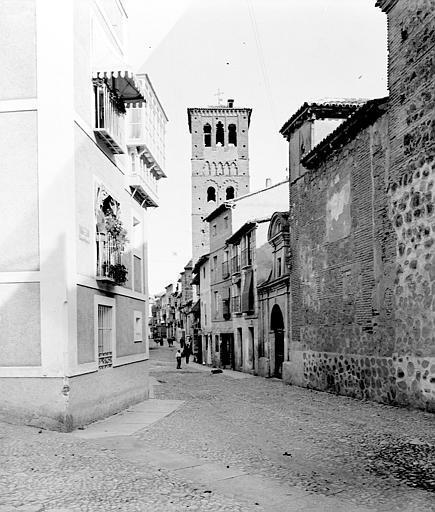 Calle de Santo Tomé en septiembre de 1907. Fotografía de Petit. Société Française d'Archéologie et Ministère de la Culture (France), Médiathèque de l'architecture et du patrimoine (archives photographiques) diffusion RMN