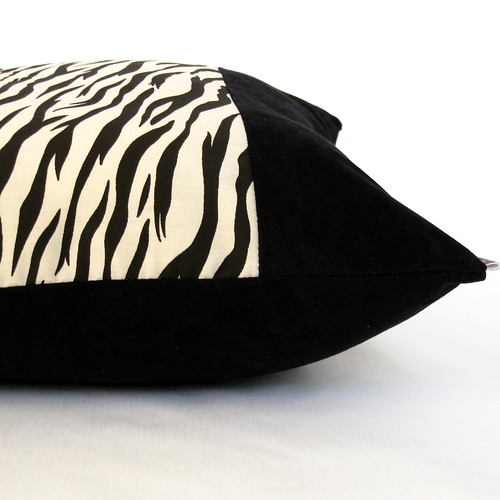 Zebra Print Pillow Cover 16' x 16' Black / Ivory
