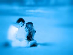 Casal na praia (Marco Pajola) Tags: summer color love praia beach horizontal azul youth pessoa couple day gente affection amor carinho mulher frias it romance lovers famlia relationship dating romantic vero leisure mulheres casal vacations cor namorados par lazer namoro juventude equal romntico externa namorado diadosnamorados afeio relaxamento namorando relacionamento expresses casalnapraia