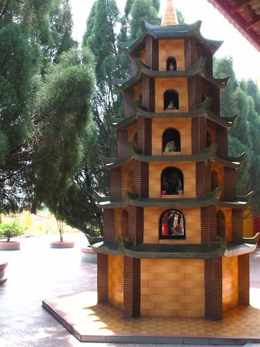 IMG_7379 Pagoda,似宝塔的焚烧炉