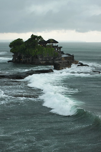 Tanah lot (by PipperL)