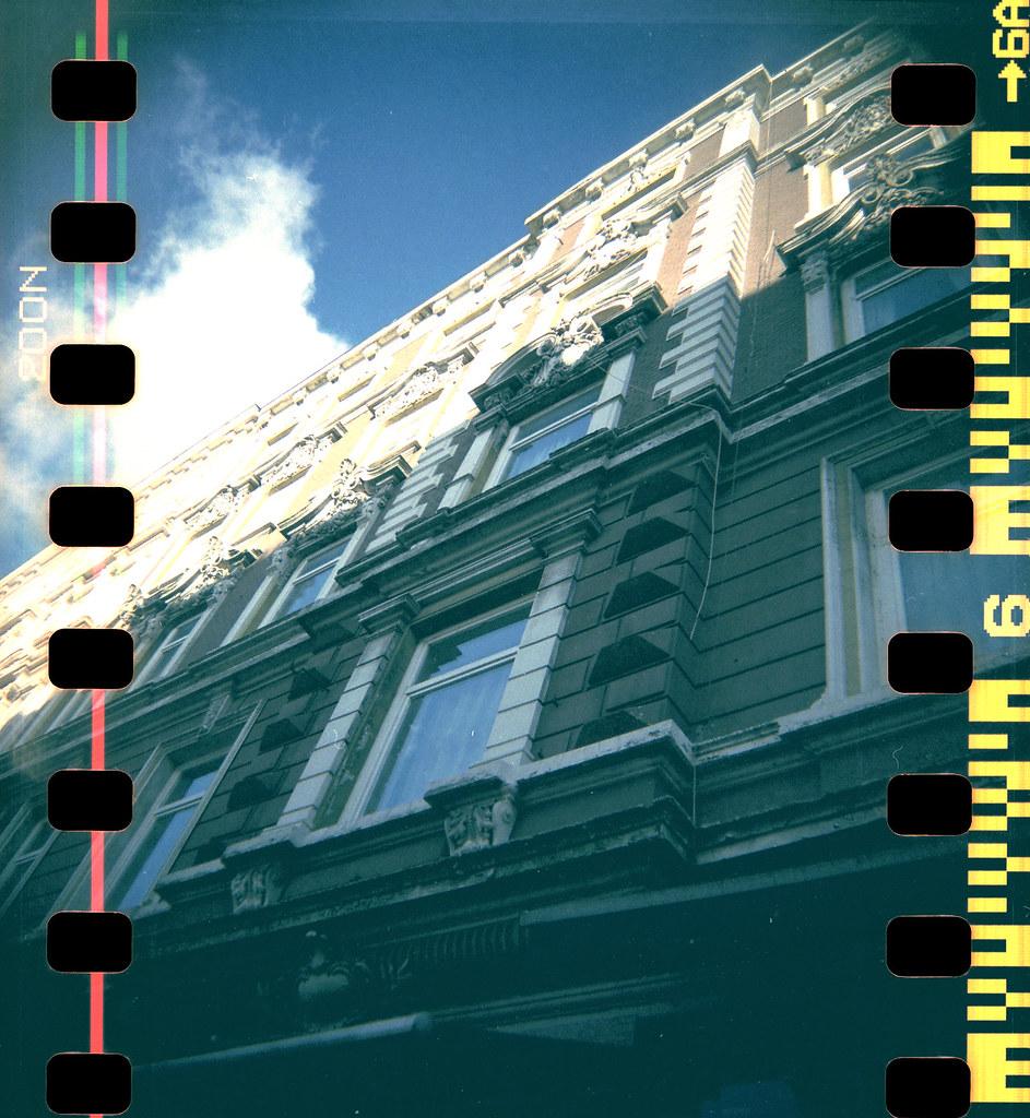 Fassade und wolkig