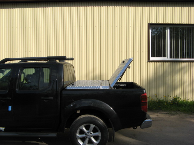 aluminum nissan c pickuptruck polished lt discontinued diamondback navara blacktruck tonneaucover nn05 truckbedcover onepanelopen noaccessories