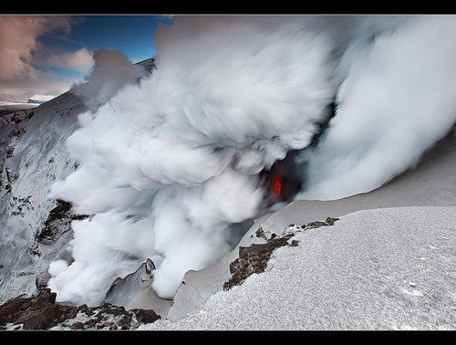 Steam Pump - Eyjafjallajökull Eruption by orvaratli