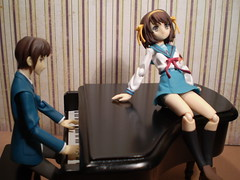 Romance for Piano (Sasha's Lab) Tags: school boy musician music anime girl toy uniform action background piano manga suit figure backdrop gsc sailor pianist schoolgirl haruhi fuku kyon suzumiya   jfigure goodsmile goodsmilecompany  plastic52 figma