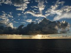 Navegando Alagoas-Bahia - 1 - Oceano Atlântico - by LAMV (Luiz Maron) Tags: ocean sunset sea sky cloud southamerica nature brasil clouds sunrise landscape mar sonnenuntergang natureza himmel wolken paisaje atlantic ciel cielo nubes nuages nuvem paysage 雲 landschaft sonnenaufgang 空 風景 himmelen skyer 2010 oceano solnedgang שמים soloppgang landskap puestadelsol закат coucherdusoleil ηλιοβασίλεμα غروب 日の出 пейзаж atlântico romanização עננים salidadelsol mostrar 日没 leverdusoleil σύννεφα τοπίο ανατολή восходсолнца ουρανόσ lamv dmcfz28 المناظرالطبيعية شروقالشمس luizmaron