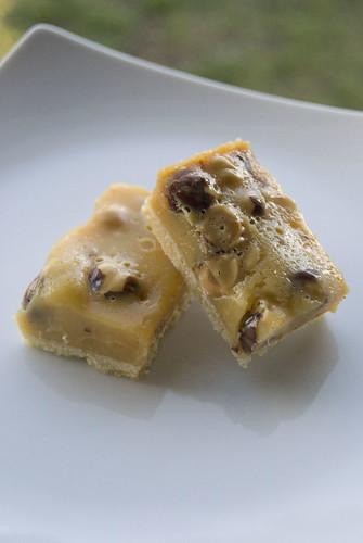 caramel hazelnut slice