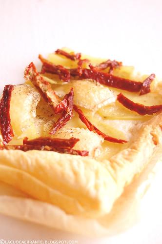 Pizza millefoglie con patate e pomodorini