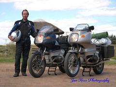 in full armour (jan-krux photography - thx for 1.3 Mio+ views) Tags: me southafrica riding biking bmw e3 touring westerncape motorbiking zd classicbikes 1454mm bmwr100rs bmwmotorrad springbokrally2009