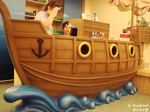 船造型的櫃臺