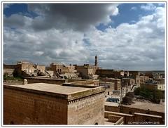 Midyat (Traveler Wings) Tags: blue sky clouds turkey trkiye mardin bulutlar mavi midyat bulut gkyz turkei nderakolu
