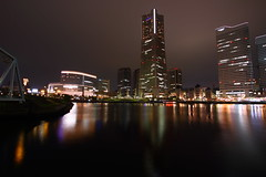 Yokohama Landmark Tower (Kuro no Kishi) Tags: urban reflection water japan nightshot noflash yokohama  tallestbuilding yokohamalandmarktower  dragondaggerphoto