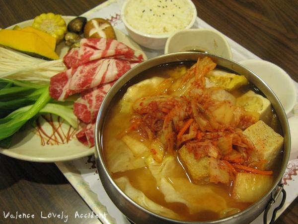 彩色巴黎_韓式泡菜牛肉鍋