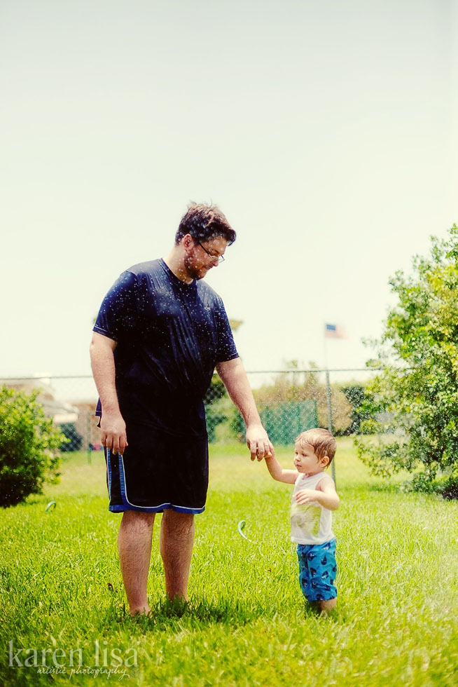 with daddy in the sprinklers