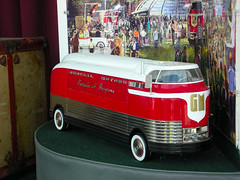 "1953 GM ""Futurliner #10"" Model (Bluejacket) Tags: ny newyork gm rhinebeck carshow 1953 scalemodel 050110 paradeofprogress natmus futurliner10 nationalautomotiveandtruckmuseumoftheus"