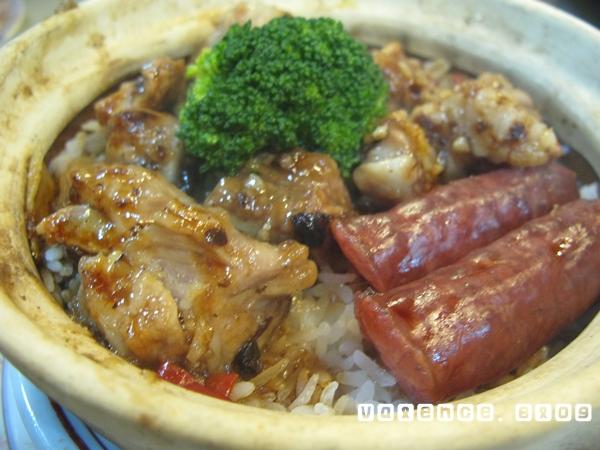 新翠華茶餐廳10 臘腸排骨煲仔飯