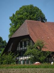 Bauernhaus in Grasswil , Kanton Bern , Schweiz (chrchr_75) Tags: hurni christoph schweiz suisse switzerland svizzera suissa swiss kanton chrchr chrchr75 chrigu chriguhurni 1005 kantonbern bärn bern berne berna albumbernerbauernhäuser landwirtschaft haus building bauernhaus bauer farmer farm hurni100524 chriguhurnibluemailch mai 2010
