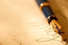 万年筆と紙と文字