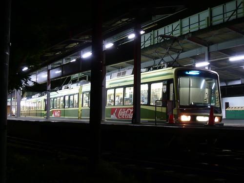 江ノ電2002F+1001F稲村ヶ崎行き最終電車@鎌倉