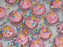 Confettis (Confetti & Cupcakes) Tags: cupcakes lembrana rosa confetti princesa bolos roxo lils drika coloridos novaes gostosos decorados