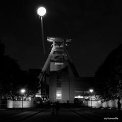 Schachtzeichen - Zeche Zollverein - Ruhr 2010 (city/human/life (busy)) Tags: longexposure light