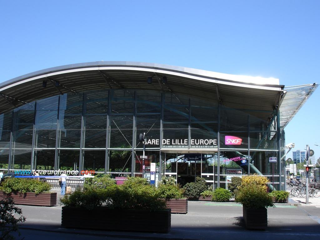 Vue extérieure de la gare TGV de Lille Europe située dans le quartier d'affaires Euralille