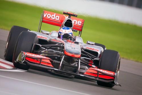 [フリー画像] 乗り物, 自動車, マクラーレン, F1・フォーミュラ1, ジェンソン・バトン, 201006161300