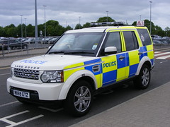 Police: Land Rover MX59GTZ Northumbria Police (emdjt42) Tags: police landrover discovery newcastleairport northumbriapolice discovery4 mx59gtz