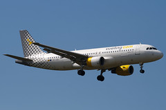 EC-JZQ - 992 - Vueling Airlines - Airbus A320-214 - 100617 - Heathrow - Steven Gray - IMG_5349
