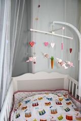 Spjälsäng (emsanpemsan) Tags: baby bunnies ikea mobile hearts room nursery mobil carrot crib rum rabbits morot bebis kaniner hjärtan trumma spjälsäng barnrum vitaminer fabler hensvik bäddset spjälskydd
