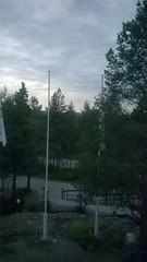 Rovaniemi 17.06.16 0 Uhr (schremser) Tags: finnland lappland rovaniemi mitternacht mitternachtsonne aussicht fahnenstange wald bäume