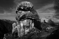 PEA TU.LLANES.ASTURIAS 2006 (EDUARDO URDANGARAY) Tags: espaa color europa exterior peas llanes rocas pinturas piedras neoltico arqueologa grabados diurno dolos peatu espaa principadodeasturias restosprehistricos arqueologa neoltico peas peatu restosprehistricos dolos