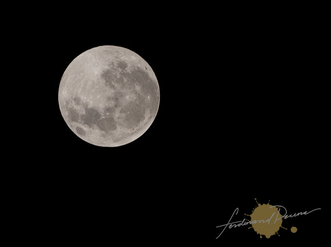 The Full Moon on a New Year 2010 (Taken 12:22am Phil Time)