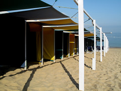 On The Beach (wolfgangp_vienna) Tags: sea france green beach yellow strand sand frankreich meer village gelb grn bayonne saintjeandeluz stjeandeluz pyrnesatlantiques marcantabrico kleinstadt golfvonbiskaya kantabrischesmeer