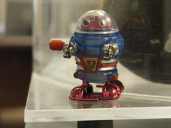 robot (davedehetre) Tags: macro toy robot shiny windup g9
